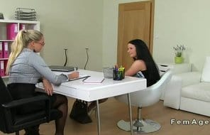 Lesben Sex nach der Arbeit im Büro