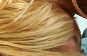 Blondines Miststück hart gefickt bis zum Cumshot in die Fresse